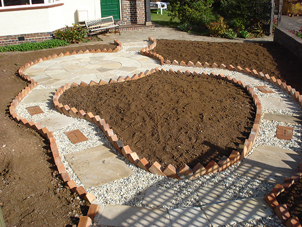 Emerald garden solutions garden design maintenance for Garden design solutions